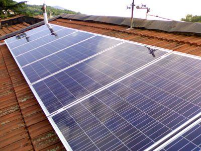 Impianto fotovoltaico con accumulatore di energia