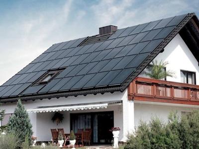 tetti solari fotovoltaici integrati che producono energia elettrica